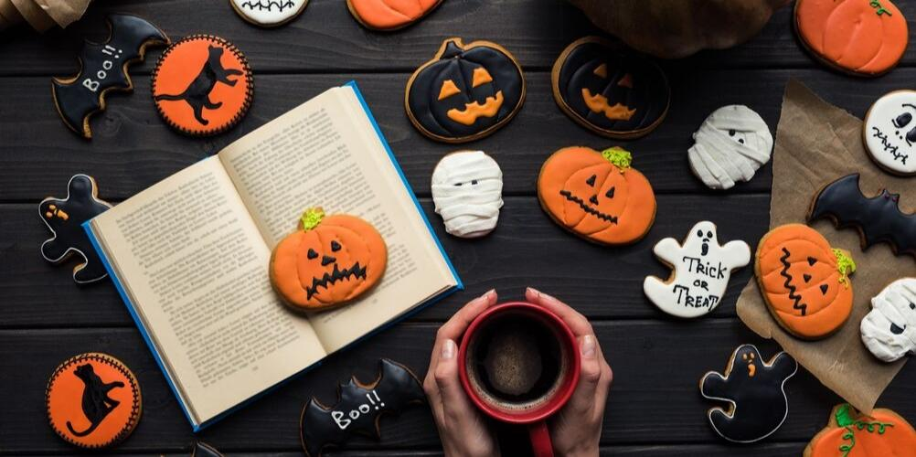 13 creepy books to read for Halloween 2019 | Petite Mélanie Love a good creepy book to read before bed? Here are 13 terrifying and creepy books to read for Halloween 2019. Suspense, mystery, thrillers, horror books released in 2019.